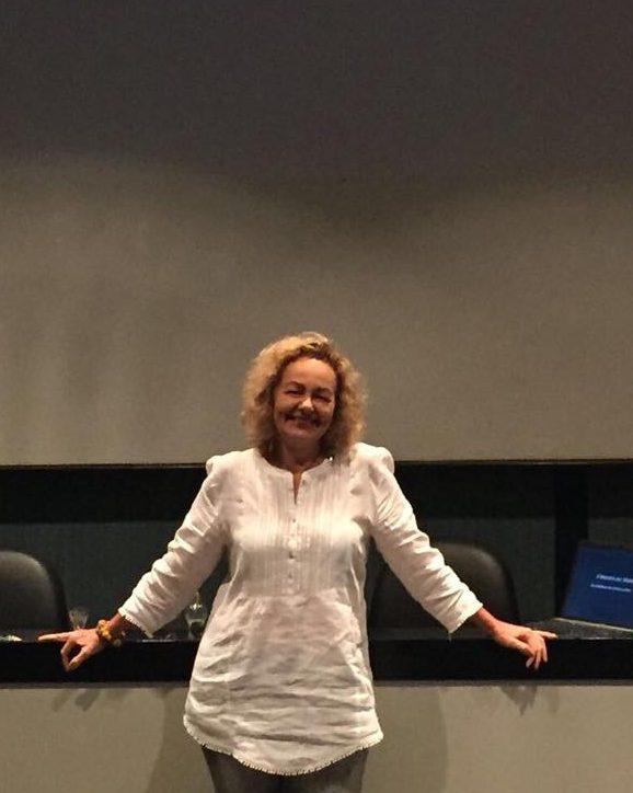 Psicóloga e Arteterapeuta Claudia Brasil